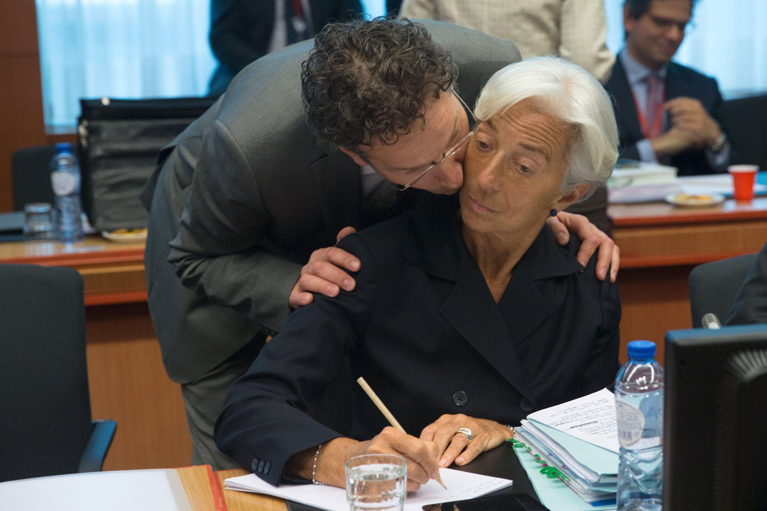 Lo revela un estudio confidencial del FMI que apunta a que los motivos son el deterioro de la economía y los bancos del país en las últimas dos semanas.