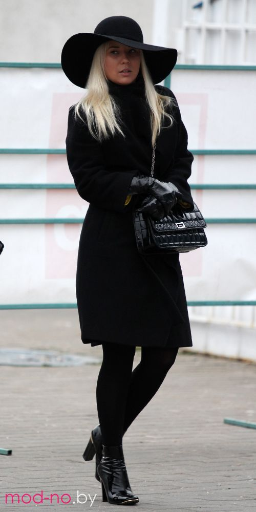 Фотки блондинка в леггинсах фото