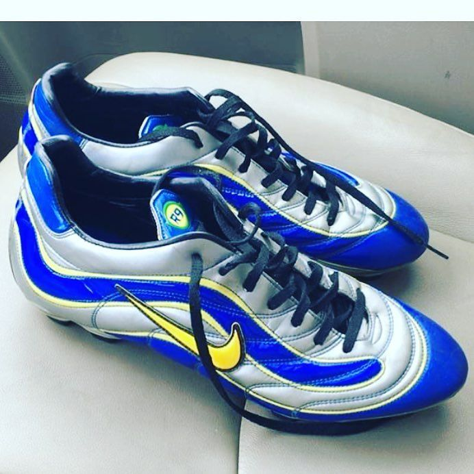 Beautiful Mercurial R9s (1998 World Cup) class boots from @antomaldi  #football #