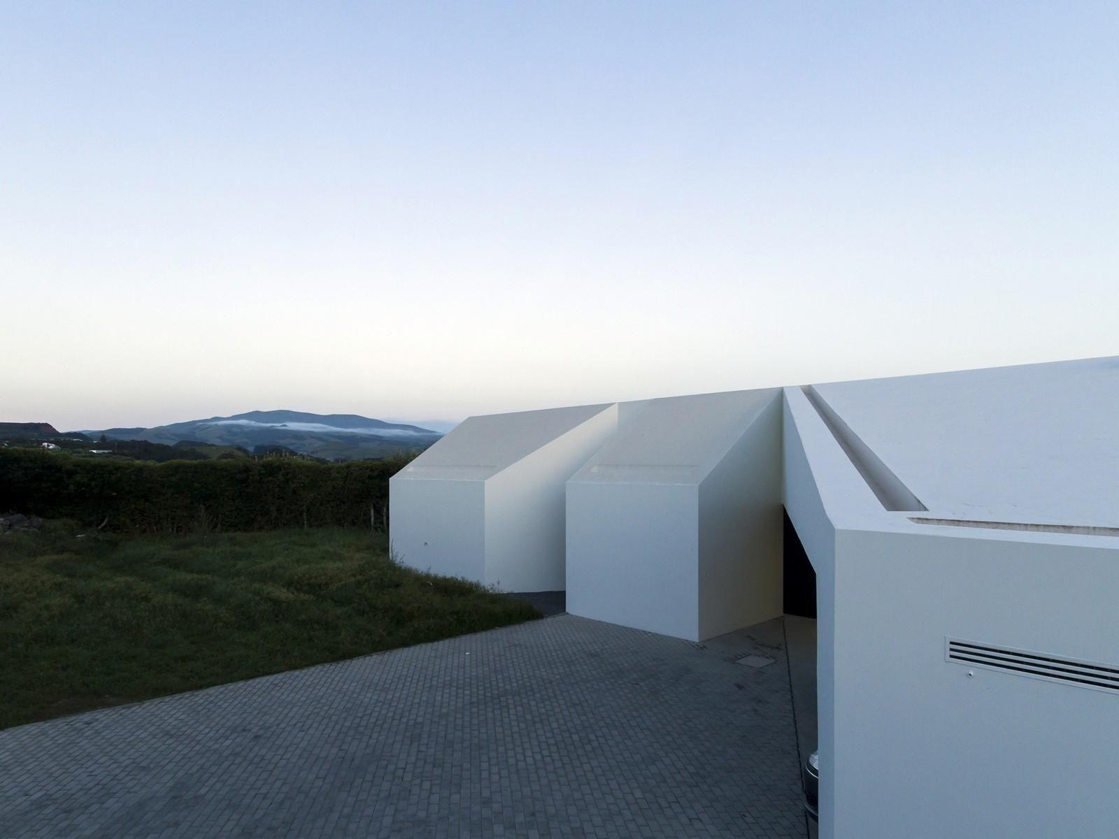 ROSTO DO CÃO HOUSE by m-arquitectos [Monteiro, Resendes and Sousa Arquitectos, Lda] as Architects