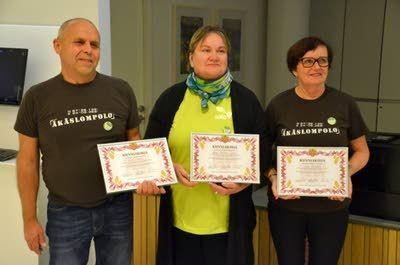 Kauko Kukkola, Hanna Bastman-Sjöberg ja Eeva Kujanpää saivat Salon ensimmäiset elinkeinoasiamiesteko-kunniakirjat tempauksestaan.