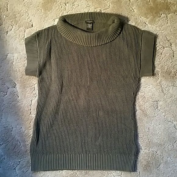 Ann Taylor sweater Great condition. Ann Taylor Sweaters Cowl & Turtlenecks