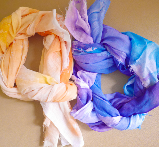 It's time to bring back those painting skills you learned in your fifth grade art classes, because this No Sew Watercolor Scarf Tutorial lets you break out that inner artist to use old painting techniques in new ways!