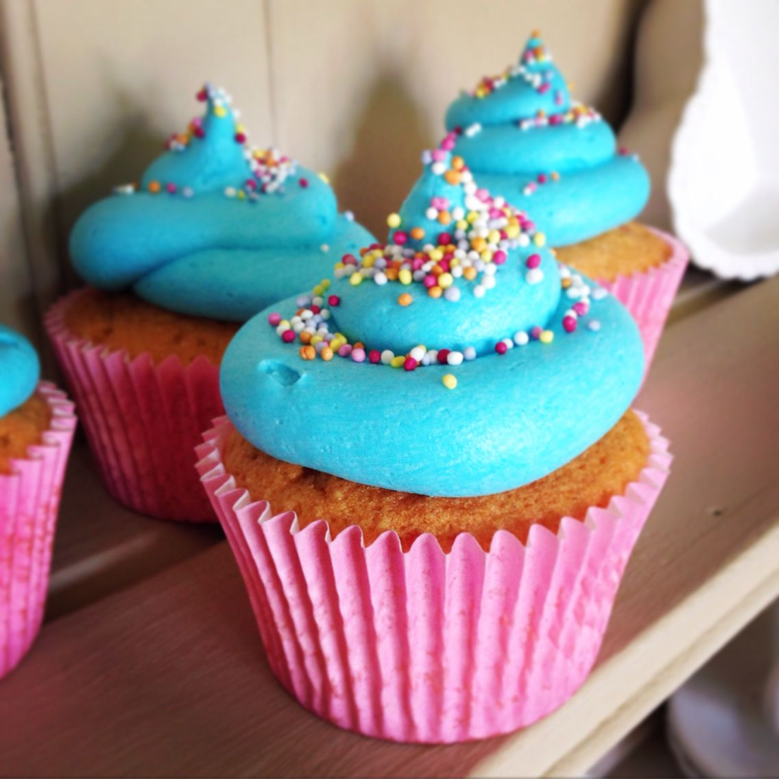 Bubblegum cupcakes desserts cake food
