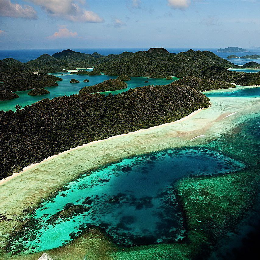 Tropical Island: Pristine Beauty! I Photographed This Very Remote Group Of