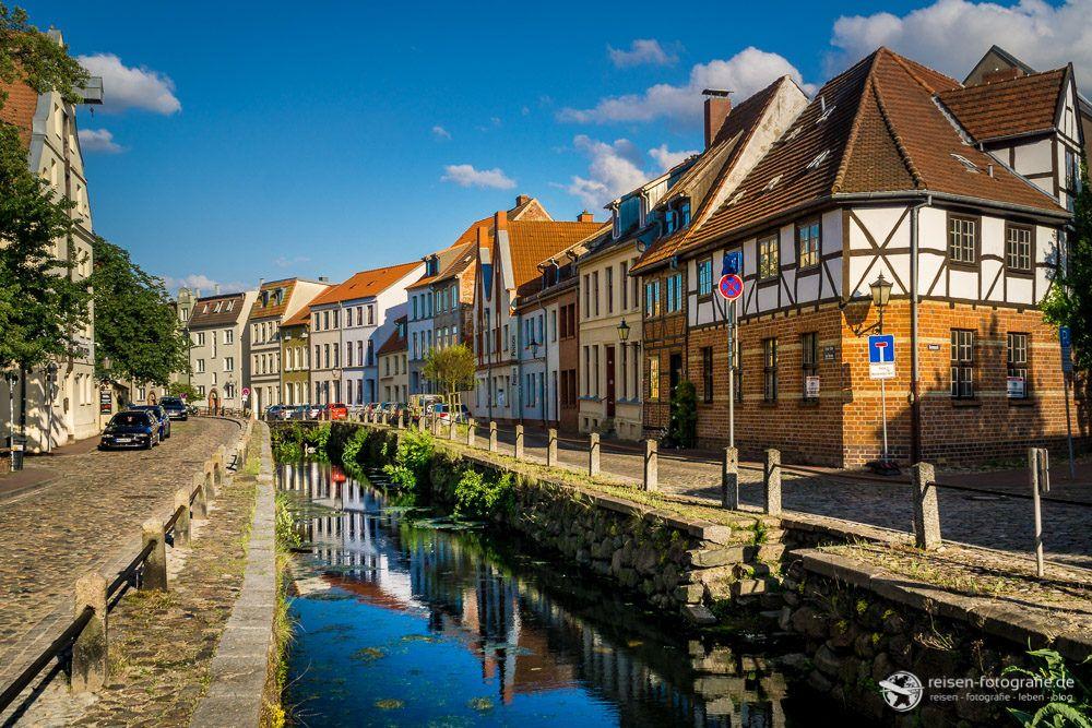 Kleiner Fluss in der Altstadt von Wismar