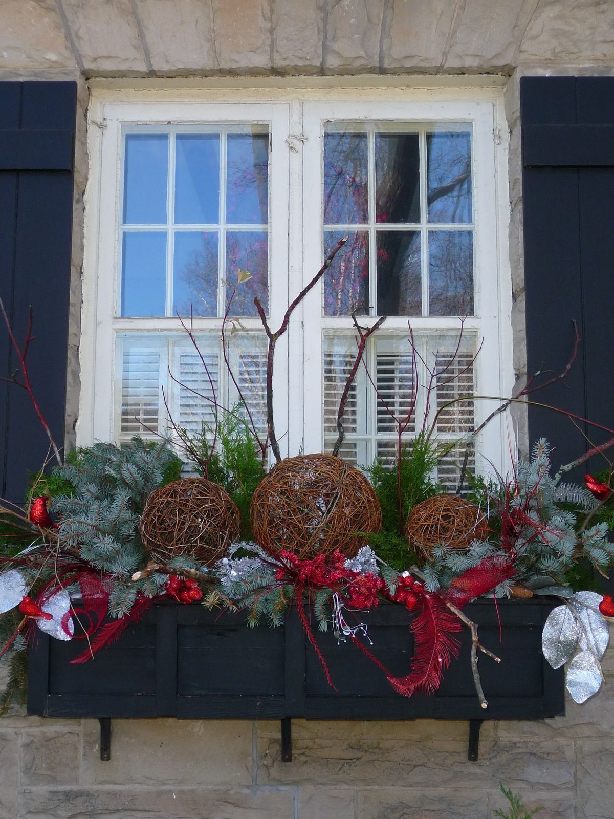 Christmas windowbox Winter window boxes, Outdoor
