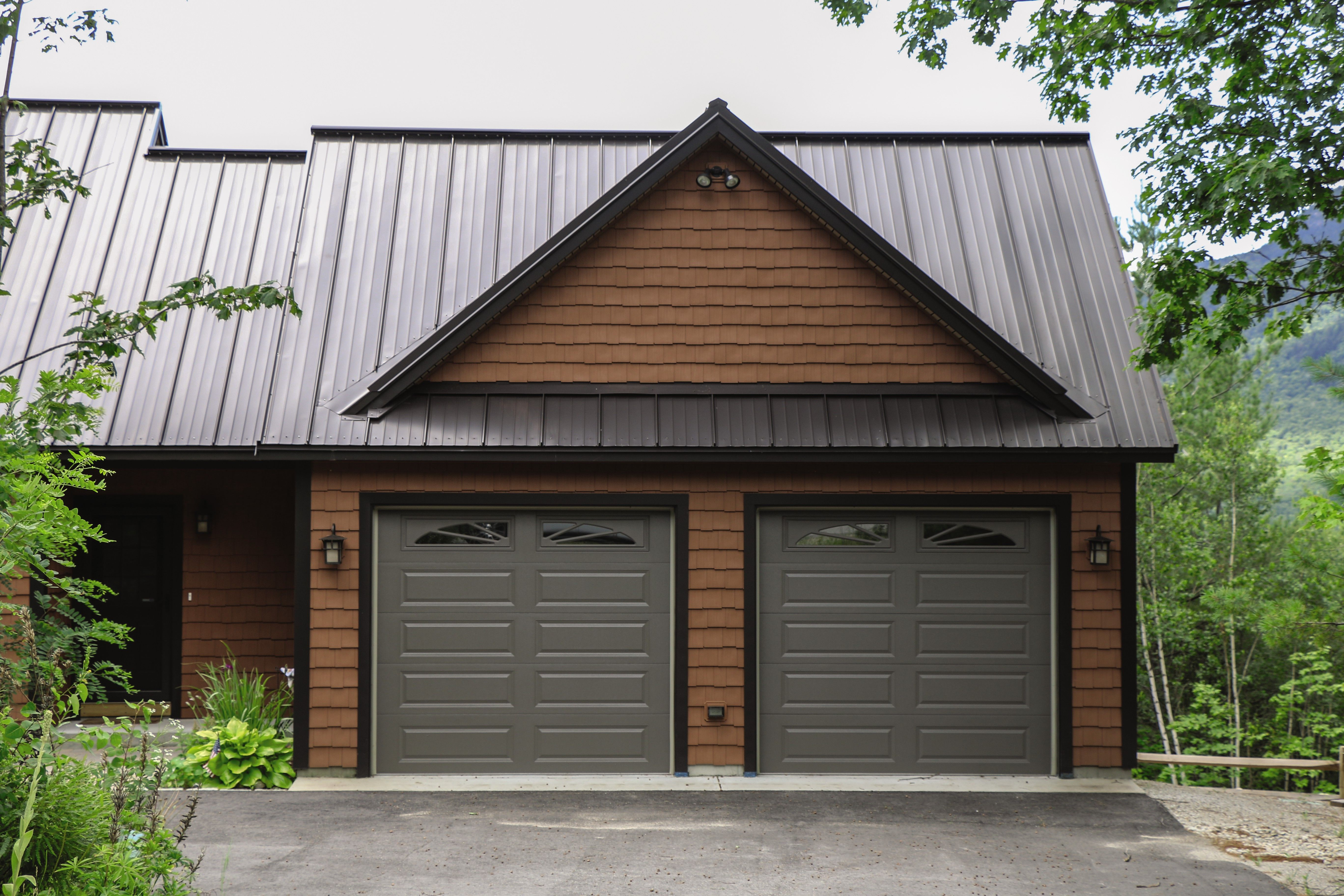 Model 740 From The Thermacore Collection Has The R Value You Need For The Winter Months Keep The Warm Ai Garage Door Insulation Garage Insulation Garage Doors