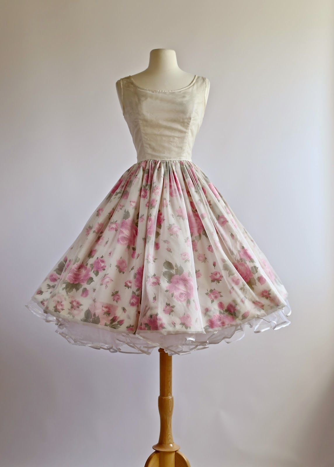 Vintage pin up wedding dress  Flowers  In a modern Pin up world  Pinterest  Clothing boutiques