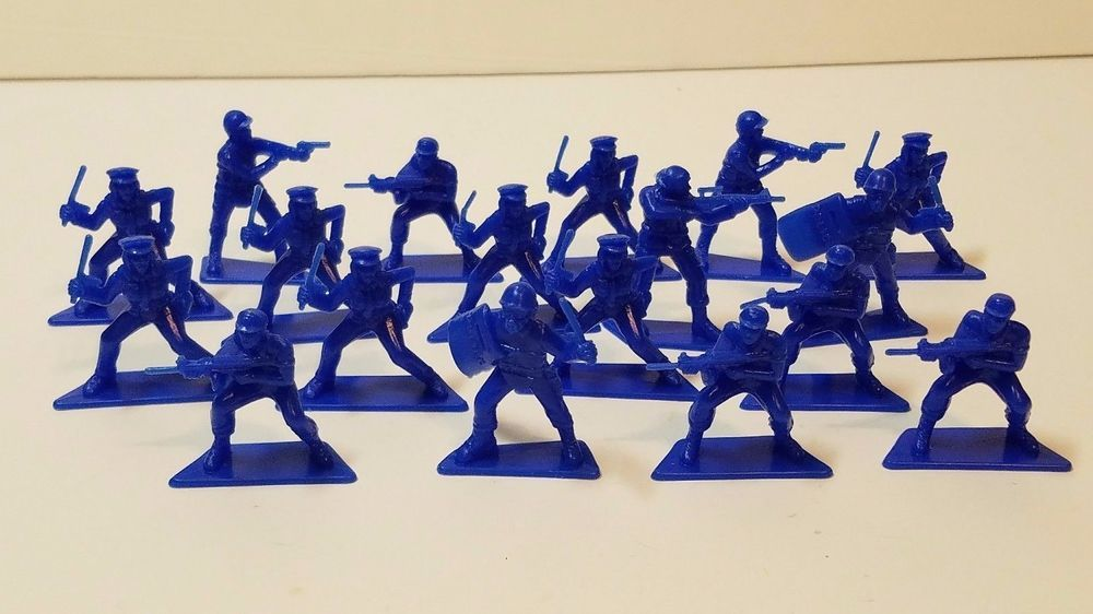 Vtg Miniature Pvc Police Swat Team Cop Figurine Figure Blue