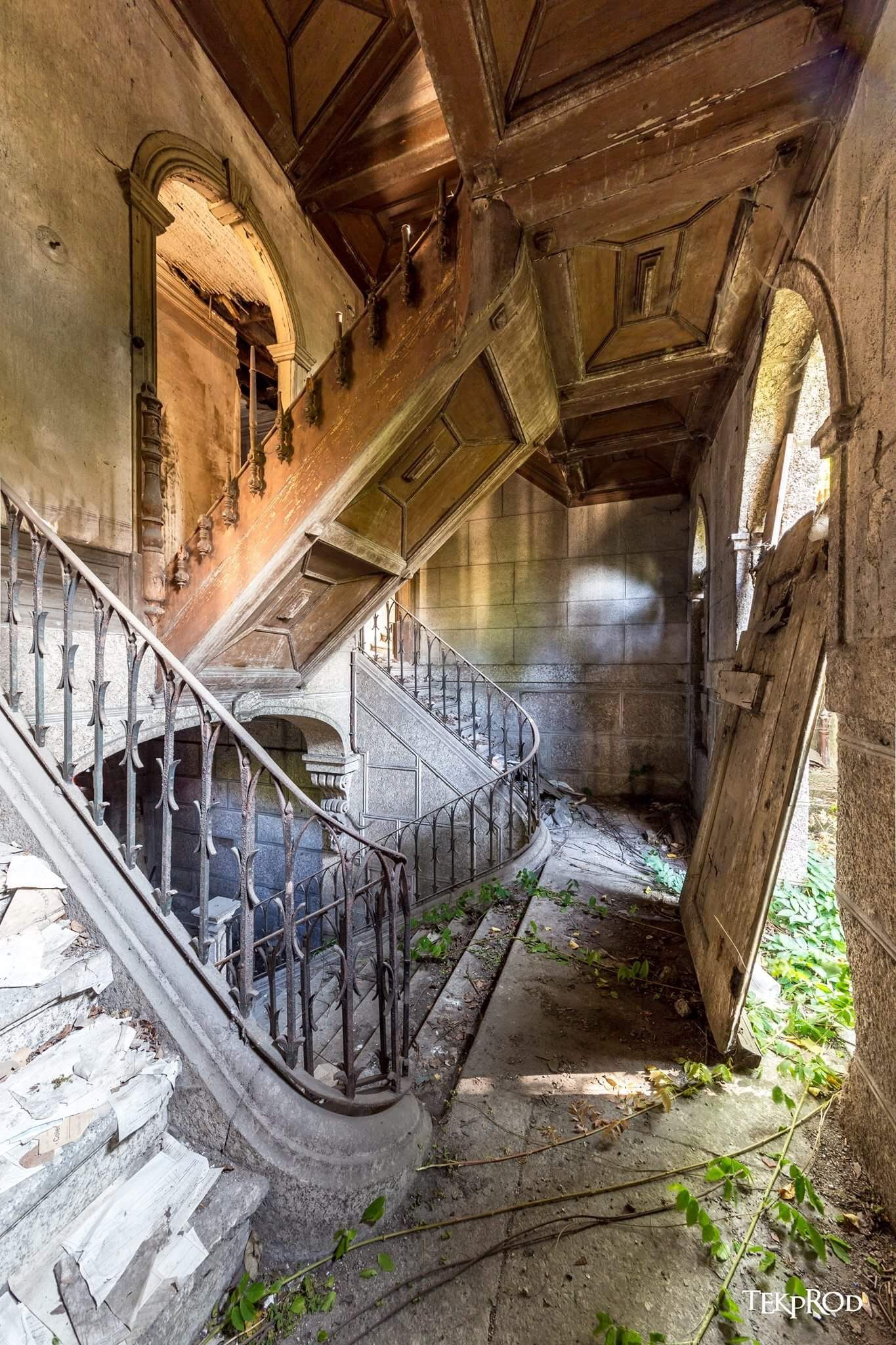 abandoned mansion, but unknown if it's haunted #abandonedplaces