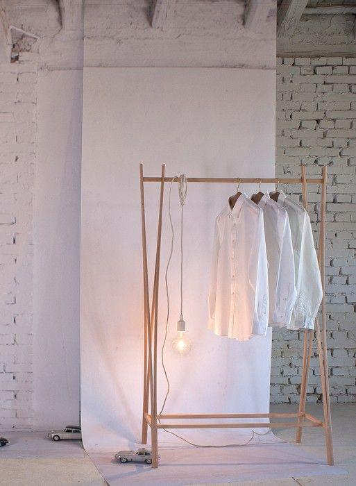 Portant en bois design Tra-ra par Tomoko Azumi ...