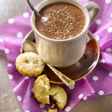 Chocolat chaud aux 4 épices, sablés à l'orange