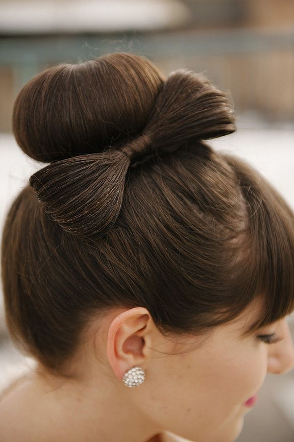 Modern Rooftop Wedding Ideas From Brooke Schultz So Chic And - Hairstyle bun with bow