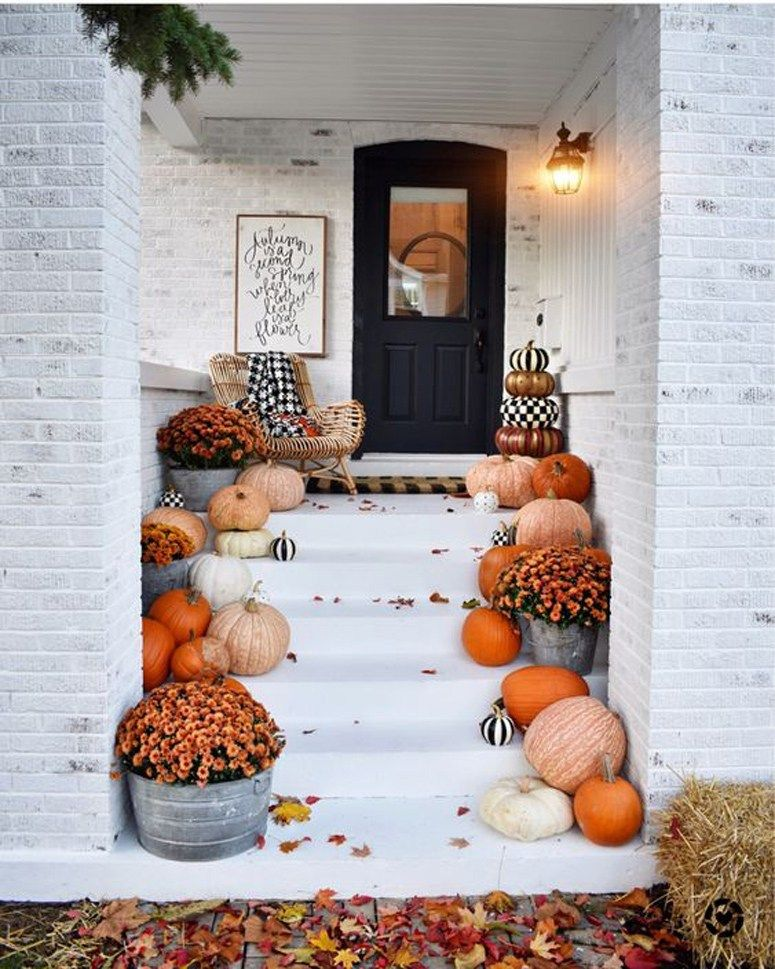 Decorate Your Front Porch for Fall / Halloween decor / Fall front porch / fall decor #falldecorideas