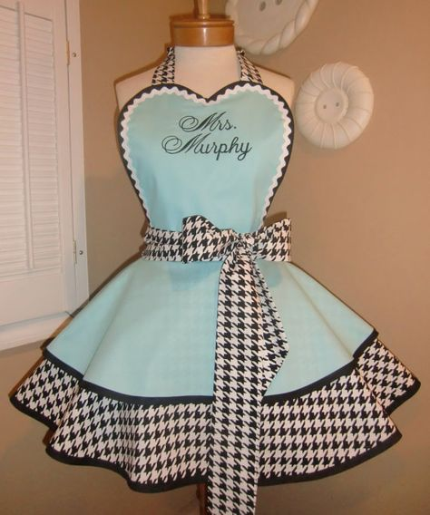 Houndstooth Womans Retro Apron Featuring Heart Shaped Bibstom