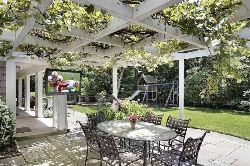 sonnenschutz im garten kletterpflanzen an einer pergola. Black Bedroom Furniture Sets. Home Design Ideas