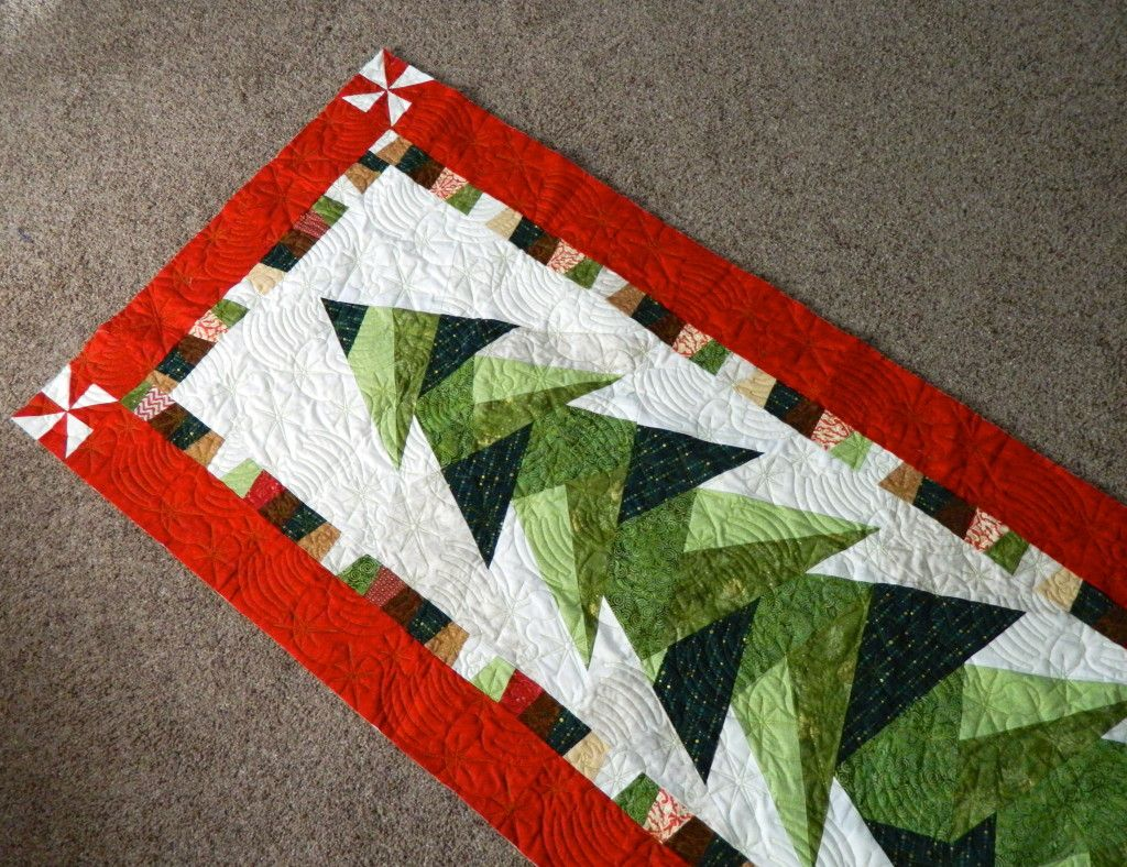 Would love to have the pattern for this one! Tall trim the tree ... : christmas quilt wall hanging - Adamdwight.com