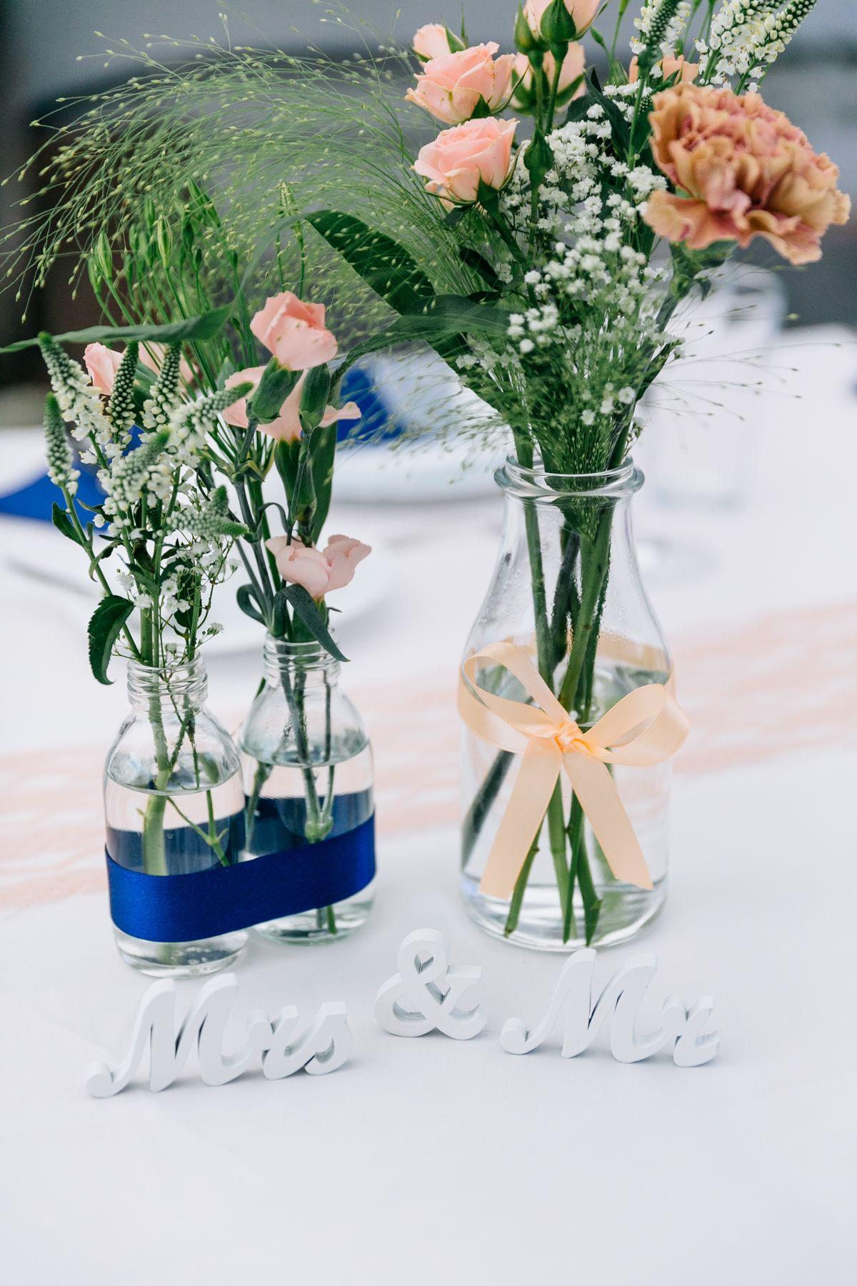Blumen als Tischdeko Schlicht und dennoch hübsch