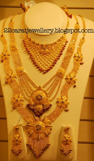 Kalyan Jewellers Gold Plain And Antique Bridal Necklace Sets Gallery Jewellery Bridal Gold Jewellery Designs Bridal Necklace Set Bridal Gold Jewellery