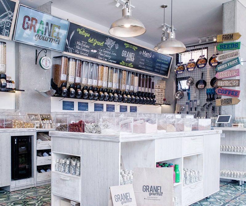 Granel Gourmet Un Almacén Moderno Para Comprar A La Antigua Estanterías Comerciales Interiores De Tienda Tiendas Organicas