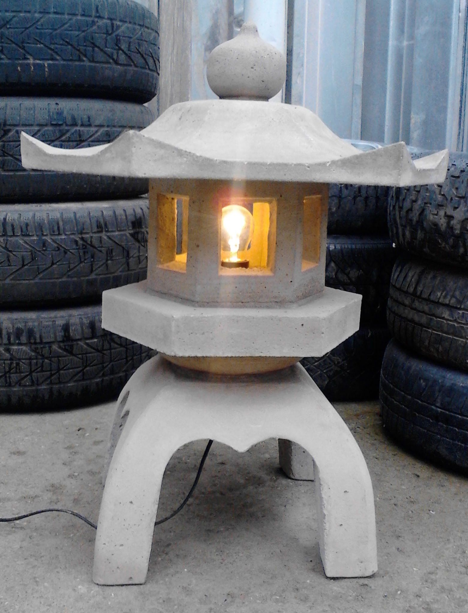 Making a concrete japanese lantern lanterns pinterest for Japanese landscape lanterns