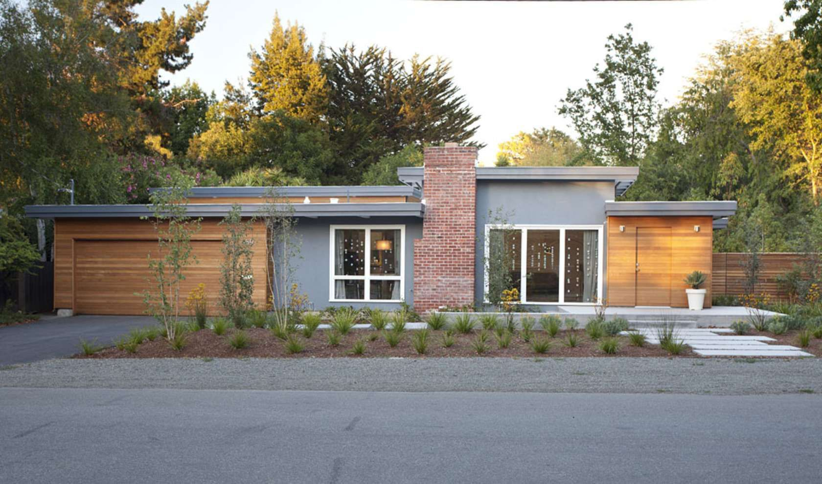 Modern ranch style early eichler expansion klopf for Modern painted houses pictures