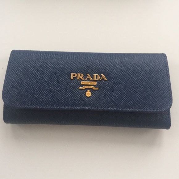 0cf45be98688cb Prada Saffiano Metal key holder wallet in Bluette Brand new, never used authentic  Prada Saffiano leather key holder with hooks. It has gold-plated hardware  ...