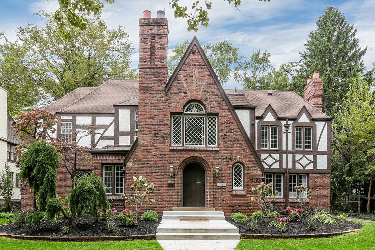 Stunning Sherwood Forest Tudor Seeks 610k Tudor House Exterior Tudor Style Homes Dream House Exterior