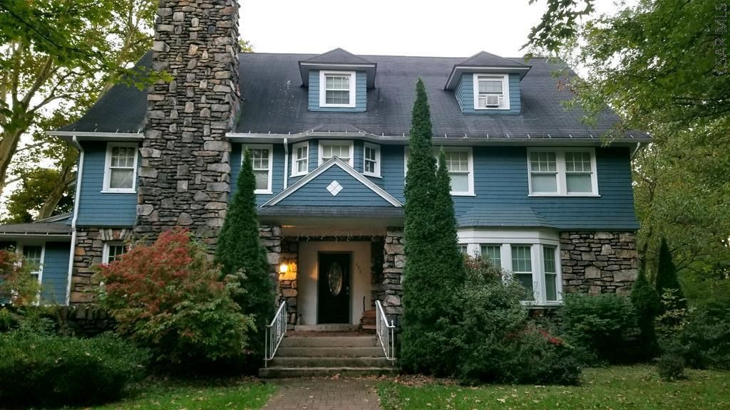 150 Bucknell Ave Johnstown Pa 15905 Mls 96019392 Zillow Old House Dreams House Old Houses
