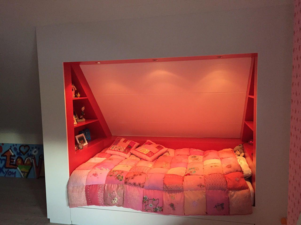 mura mura maakt de mooiste bedstee onder een schuin dak. Black Bedroom Furniture Sets. Home Design Ideas