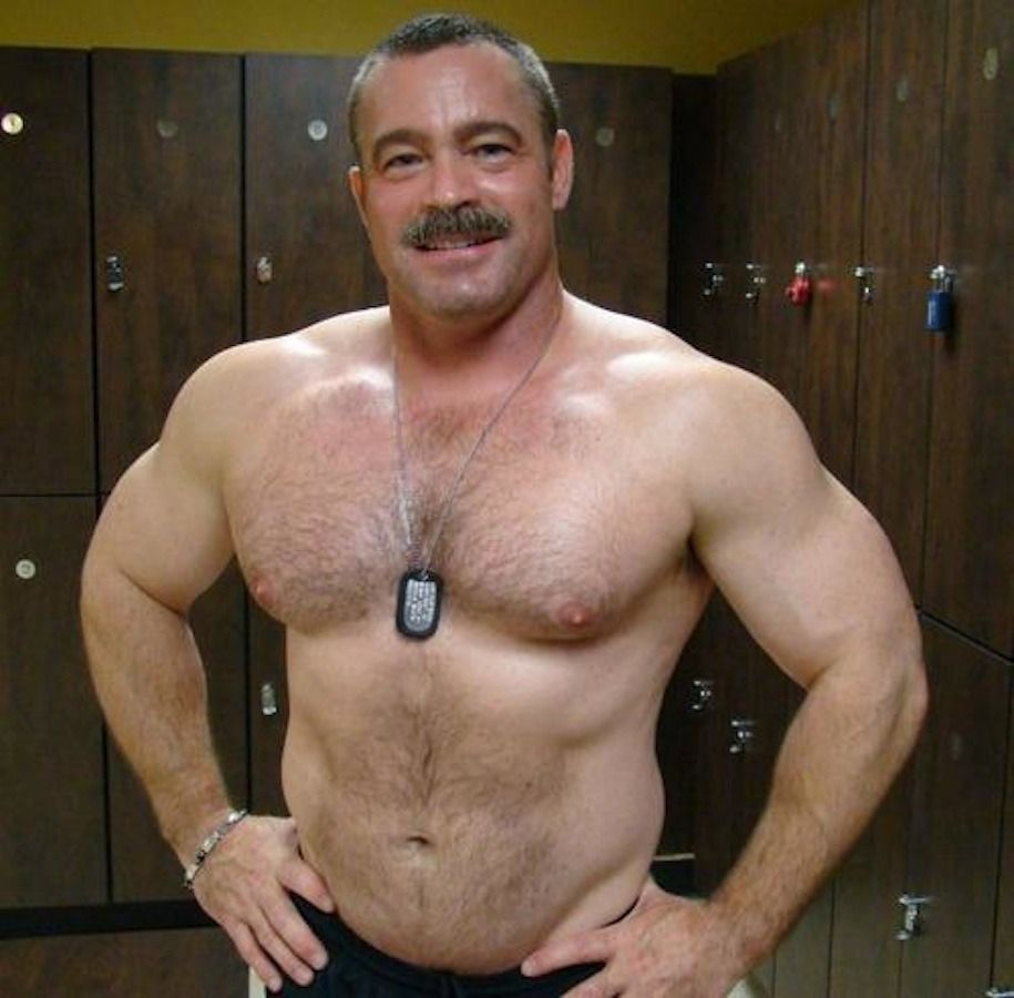 Hairy mature guy shoots on chest