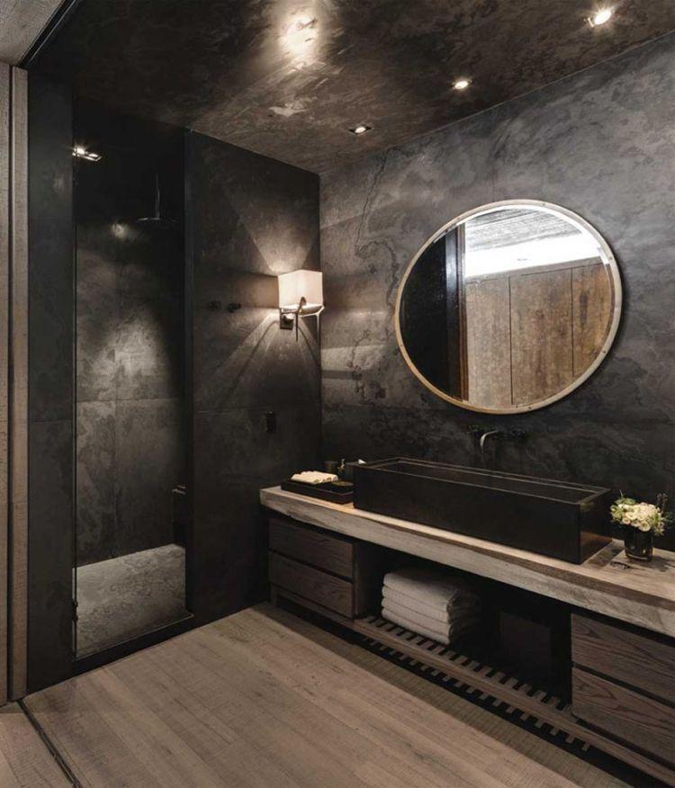 salle de bains sombre et glamour amenagee avec un meuble sous vaque en bois massif et un parquet en bois