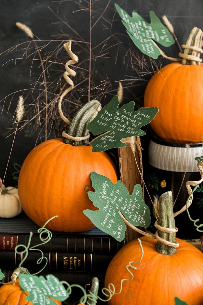 Den Garten Herbstlich Dekorieren Ideen Und Inspiration, Kürbisse Als  Dekoelement, Herbstdeko Für Draußen