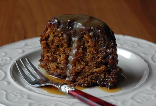 Sticky Toffee Pudding with Butterscotch Sauce (recipe in French)