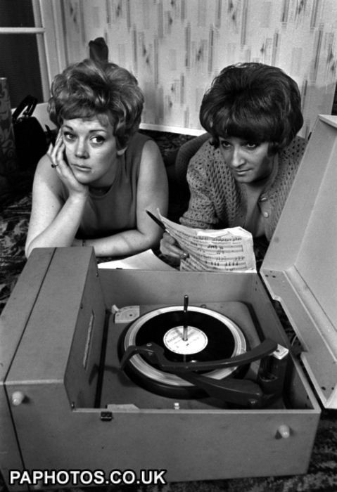 RECORD PLAYER : 1968