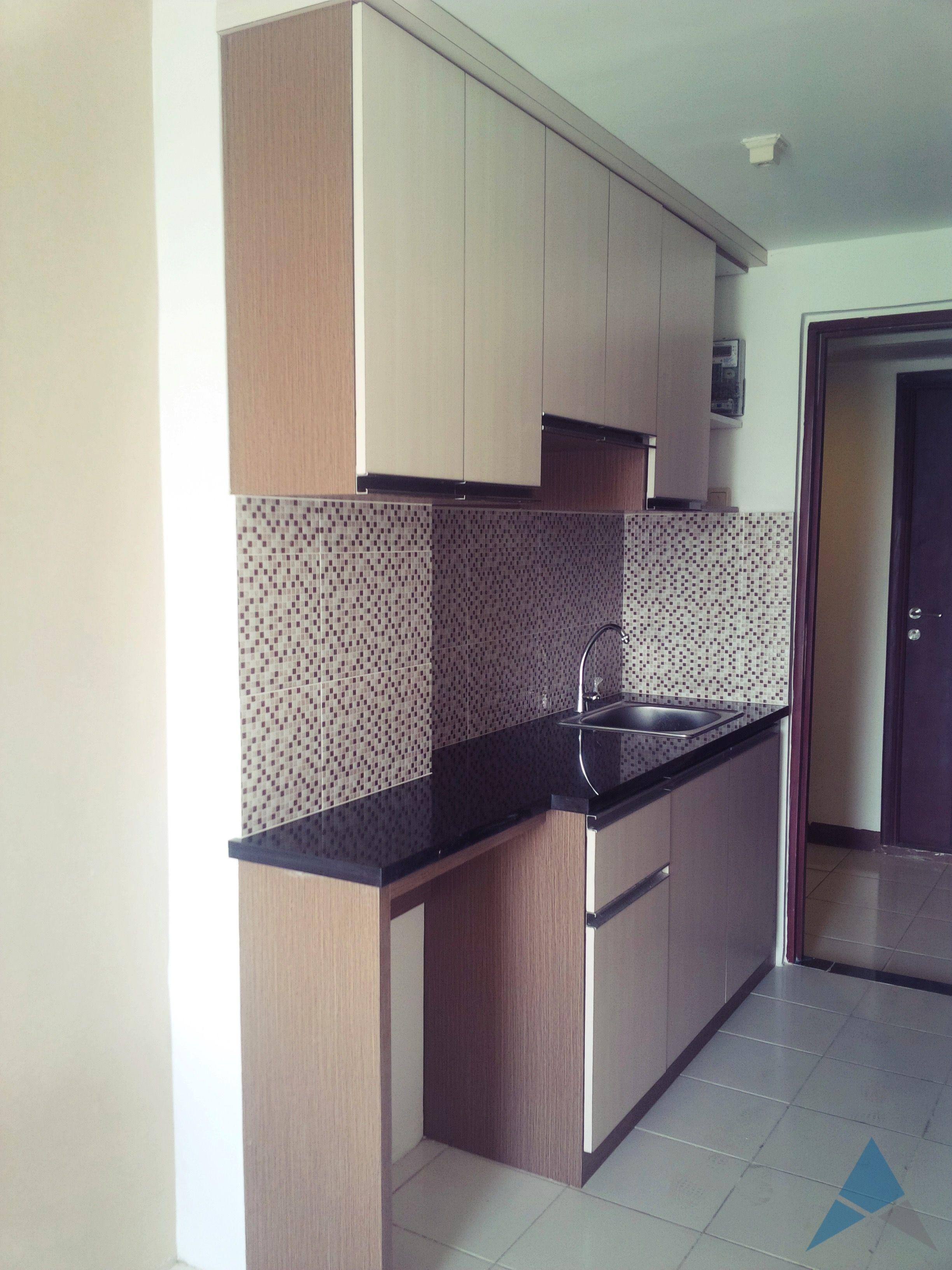 Desain pantry mungil untuk unit apartemen tipe studio oleh REKAMAGNA