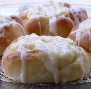 Simple Cream Cheese Danish using packaged crescent rolls