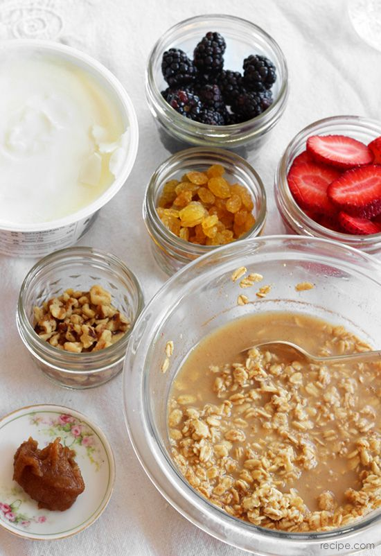 Mix and match fruit and nut toppings to personalize this overnight oats recipe.