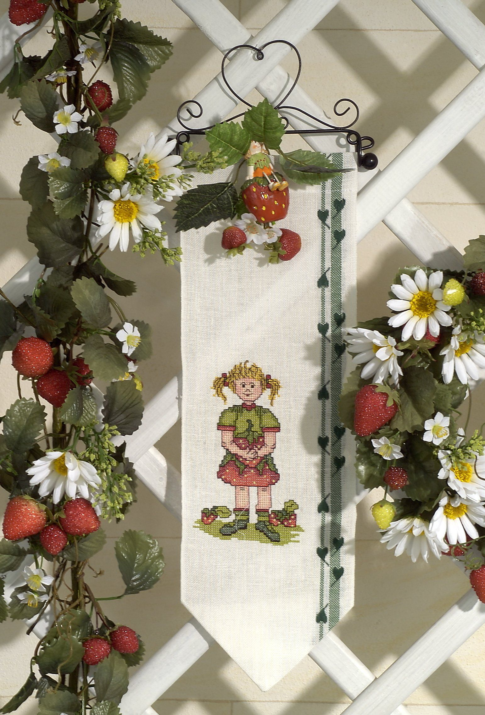 Erdbeermädchen ... Design : Gerlinde Gebert Shop: www.gebert-handarbeiten.de