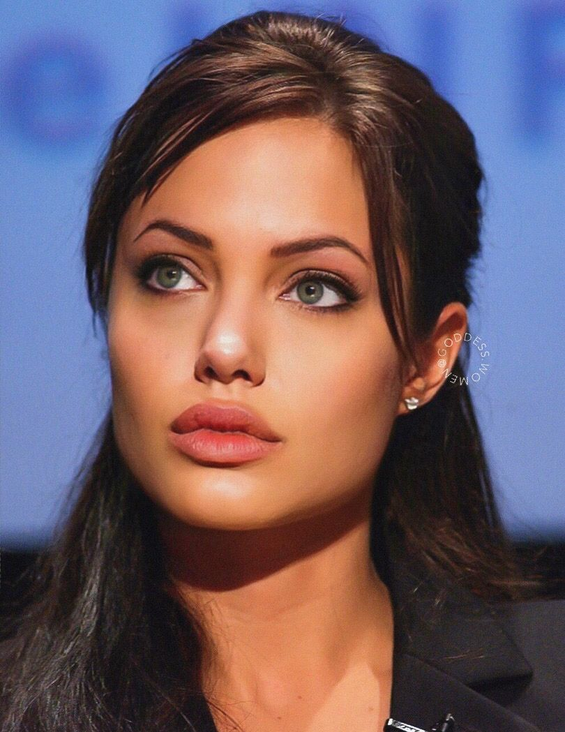 Angelina Jolie In 2020 Angelina Jolie Online Frisuren