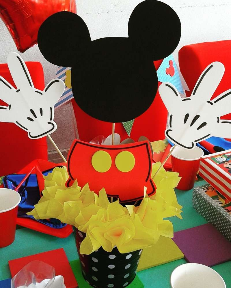 What a fun centerpiece at a Mickey Mouse birthday party