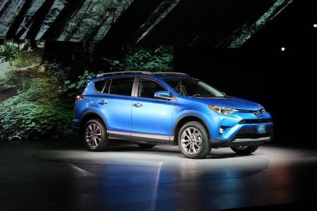 Meet the sub-$30,000 2018 Toyota RAV4 Hybrid The 2018 Toyota RAV4 Hybrid will usher in a more affordable trim with the introduction of the RAV4 Hybrid LE. At $28,130, the new entry-level RAV4 Hybrid runs just $1,325 more than an equivalent gas-powered RAV4 LE. The news of a less expensive RAV4 ...