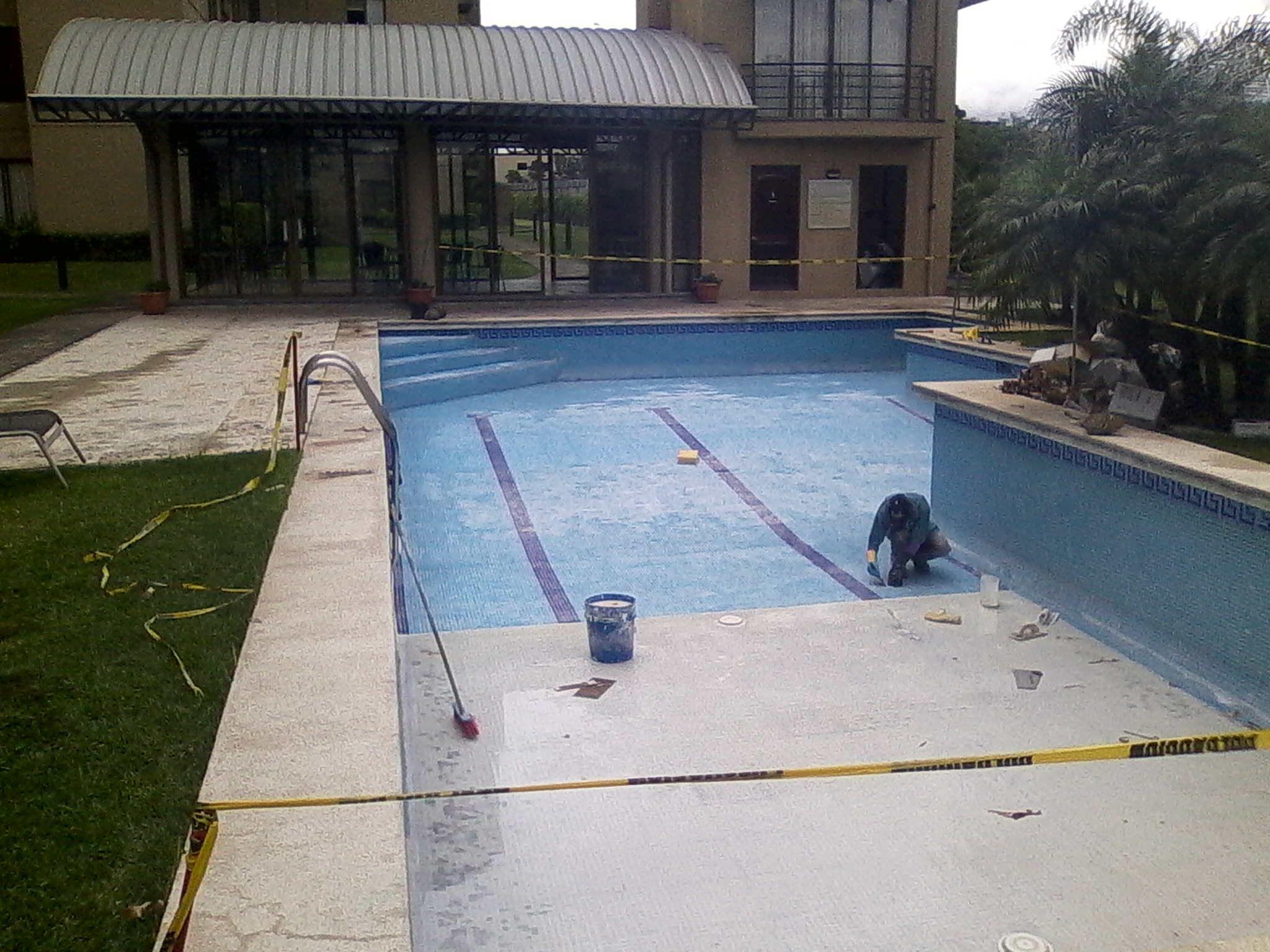 Si desea cambiar la vitroceramica de tu piscina solo llama for Construccion de piscinas en costa rica