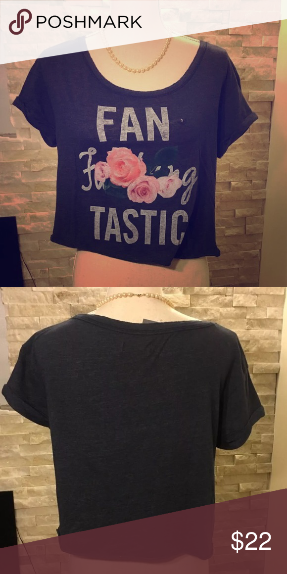 18d43f0f 🆕Abercrombie and Fitch graphic crop top. SM NWT Abercrombie and Fitch graphic  tee. Crop Shirt Womens Size Small Abercrombie & Fitch Tops