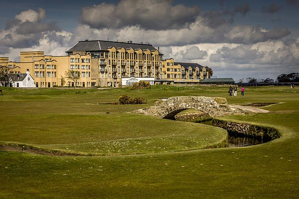 Royal & Ancient Golf Club, Swilcan bridge at St Andrews ...