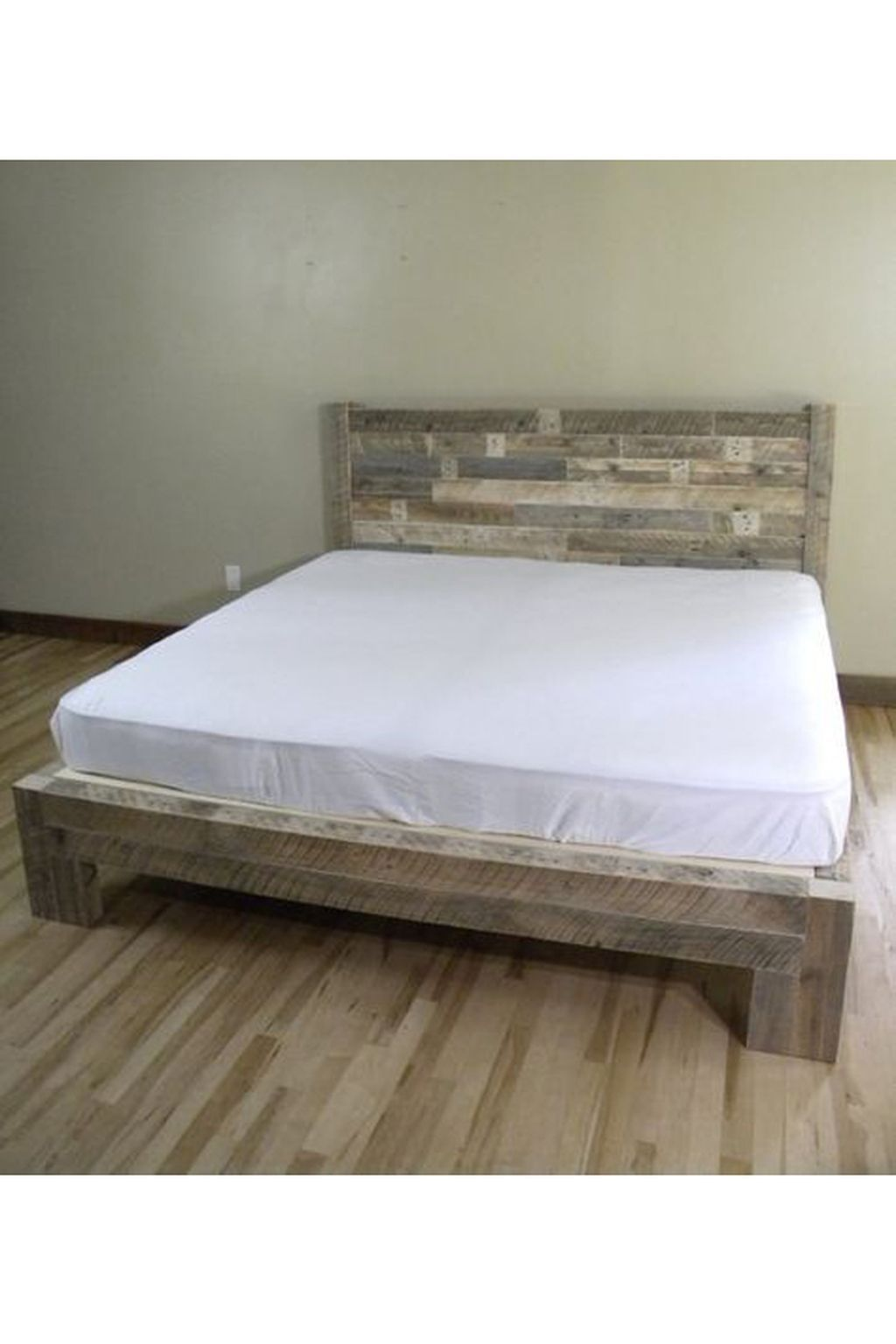 33 Charming Diy Bed Frames Design Ideas With Pallet Boards That
