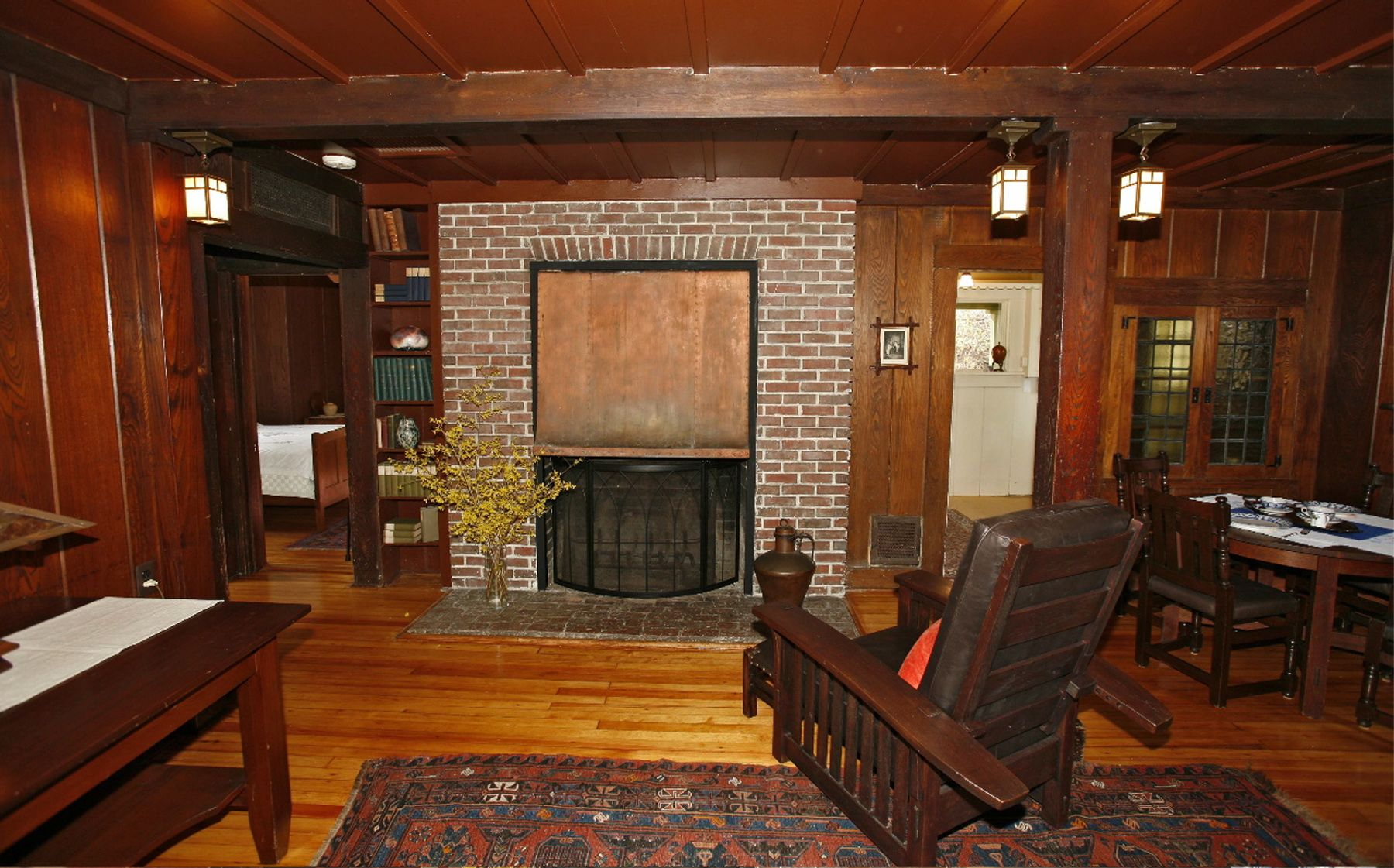The north cottage interior the stickley museum at for Craftsman farmhouse interior