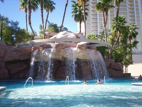 Mgm Waterfall And Lazy River Best Pools In Vegas Las Vegas Hotels Las Vegas Pool
