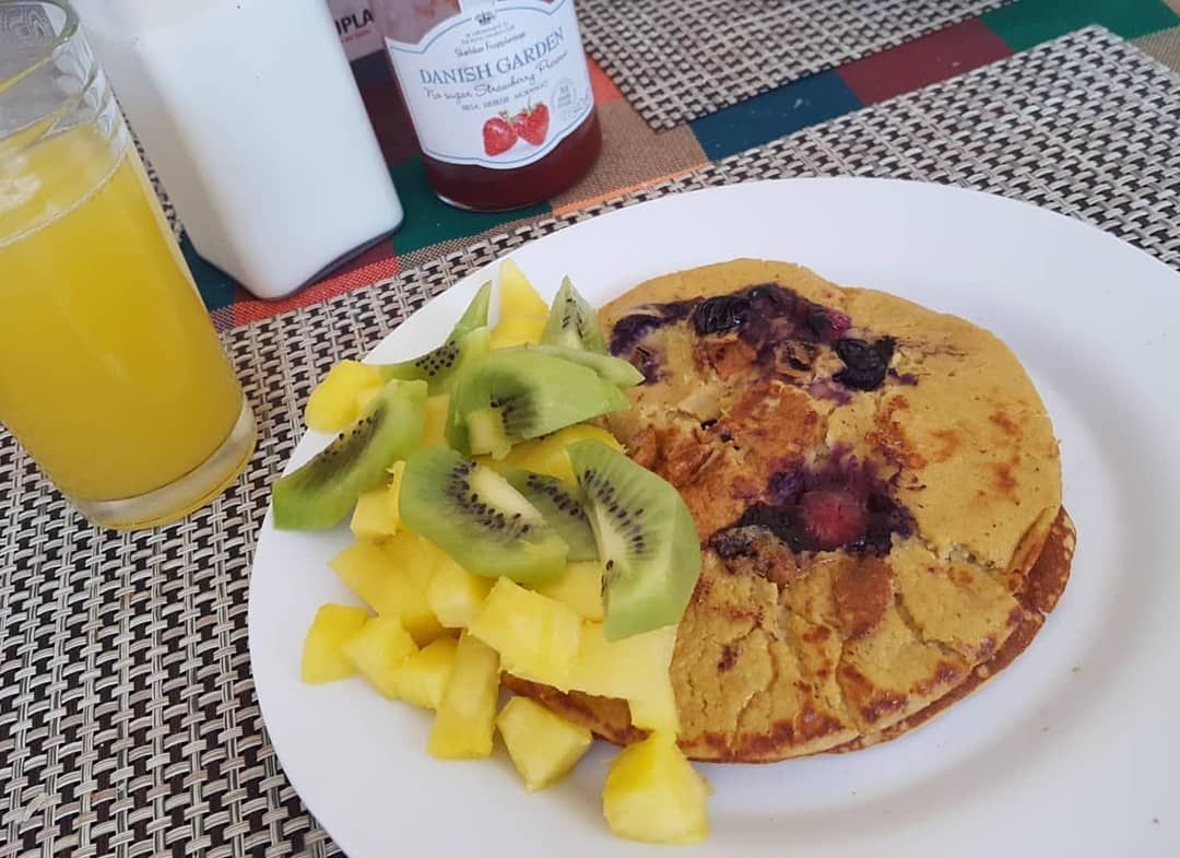 Buenos días 💥 #panquecasdeavena #blueberry #kiwi #piña #oatpancakes #fitness #almondmilk #lechedealm...